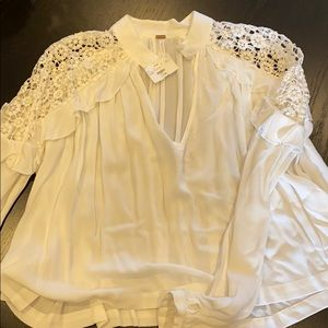 White blouse cute lace detail sleeves